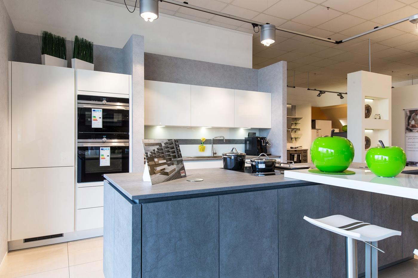 kochinsel mit tisch. Black Bedroom Furniture Sets. Home Design Ideas